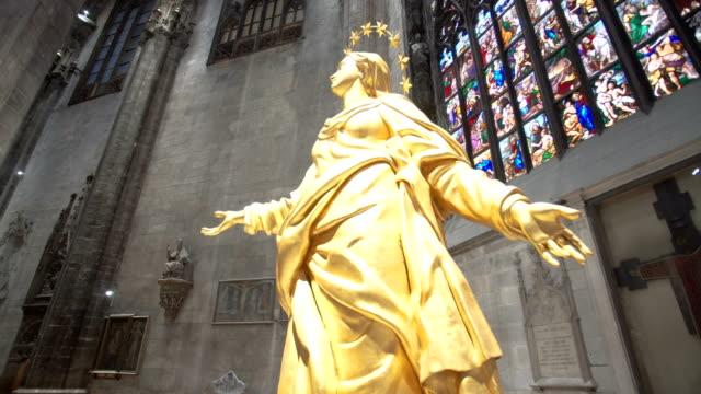 Walking inside the Milan Cathedral