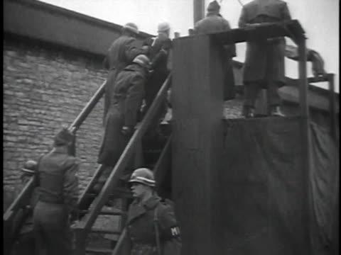 walking to gallows / putting hood on prisoner / LA man hanged