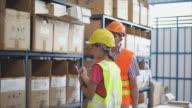 4 K, Warenhaus Arbeitnehmer zählen Lager
