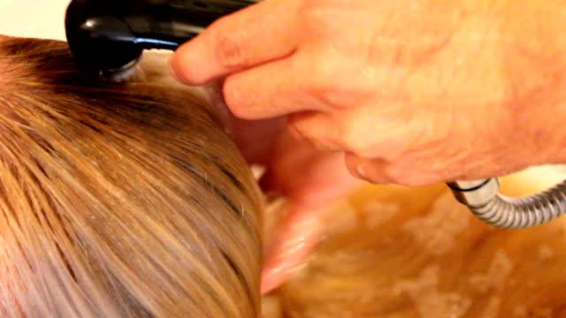 Washing hair (HD)