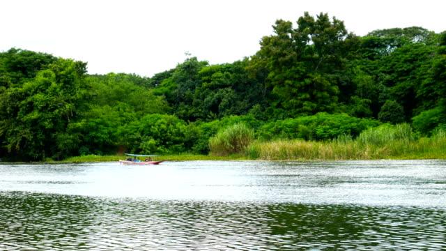Vatten transport i floden, Thailand