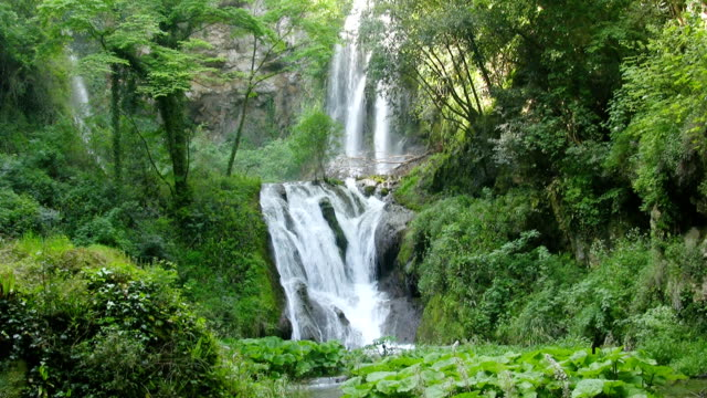 Waterfall (HD)