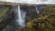 Watervallen in een canyon