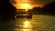 HD-ZEITLUPE: Wassermühle bei Sonnenaufgang