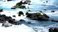 Onda rompere the rocks