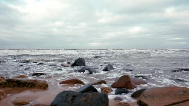 Golven op een strand