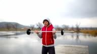 Gewichtheber in der Natur