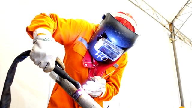 Schweißer bei der Arbeit Gas Wolfram Schutzgasschweißen (GTAW) in der Metallbranche