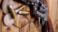 Western zes shooter, opsommingstekens en munten