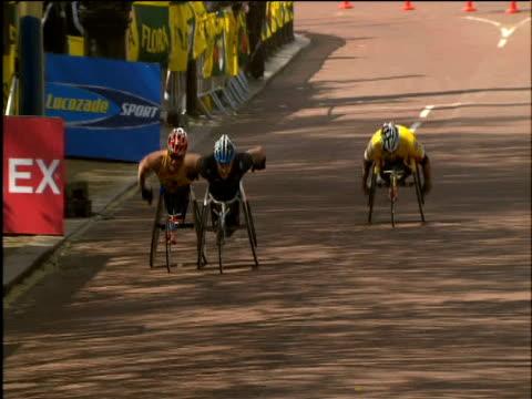 Wheelchair men on final straight Kurt Fearnley wins London Marathon