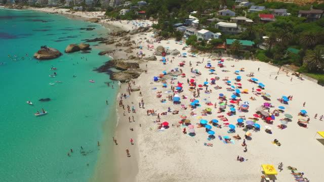 Wenn der Strand überfüllt ist, zu ergreifen, um das Wasser