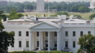 MS ZO WS HA White House with Washington Memorial in background / Washington D.C., USA