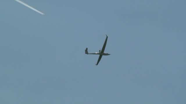 White Plane or Glider
