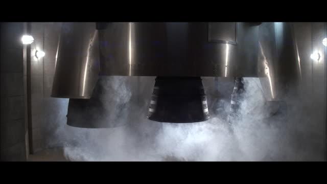 CU ZO ZI White smoke coming from rocket engines when rocket launching / Unspecified