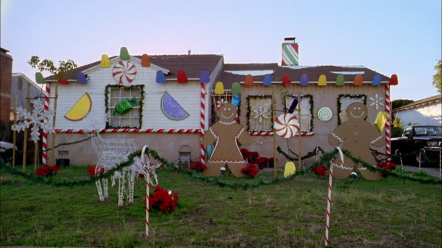 Wide shot house wfront yard full of christmas decorations for Decoration de noel exterieur americaine
