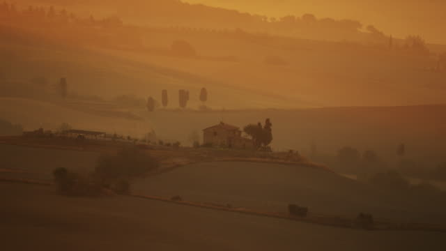 Wide shot of Italian farmhouse on remote hilltop / Piensa, Tuscany, Italy