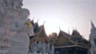 Brede beschoten sculpturen tempel