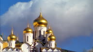 wide shot zoom out PAN gold onion domes of the Cathedral of the Assumption in Moscow / Russia