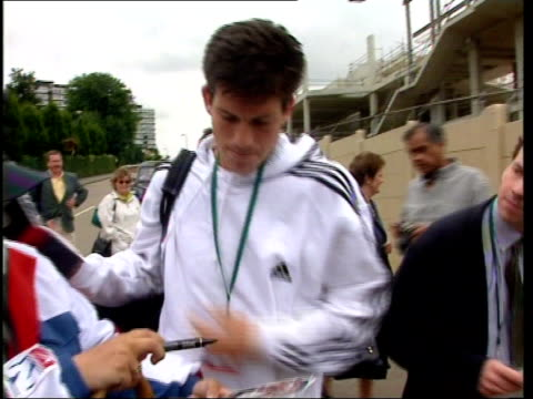 Women's semifinals Jana Novotna beat Martina Hingis ITN Tim Henman along to Wimbledon entrance signing autographs as comments on Sampras as practice...