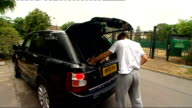 Andy Murray arrives ahead of semifinal ENGLAND London Wimbledon EXT Andy Murray out of car and takes gear out of boot as speaks to reporter SOT...