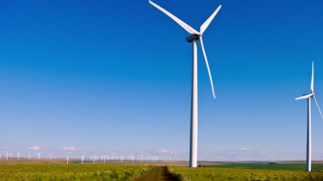 Windturbine in de schemering