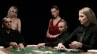 DOLLY HD: Vincere una partita A Poker