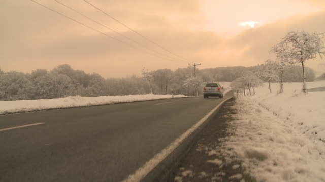 HD CRANE: Winterlandschaft mit Strasse