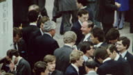 1985 MONTAGE A woman amongst traders at the London Stock Exchange / England†