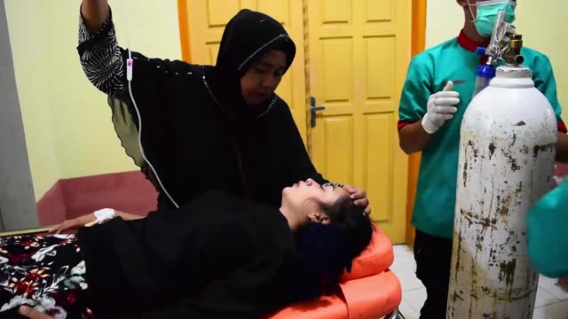 A woman from refugee camp of earth quake at PidieAceh rushed to hospital after get poisonous from food The woman treated intensively at the hospital...