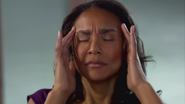 CU Woman getting headache / Jersey City, New Jersey, USA