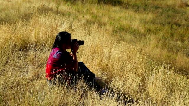 Frau Hobby-Fotograf