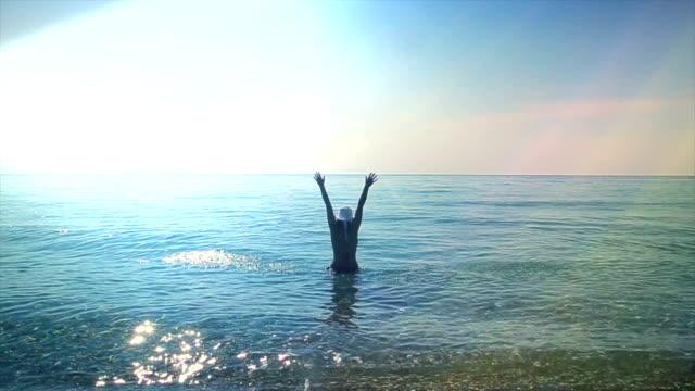 Vrouw in de zee, het vrije gevoel