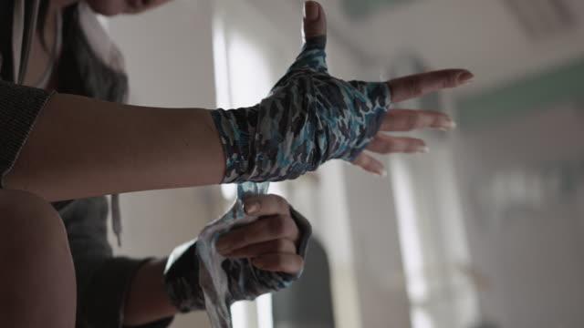 Donna, mettere le mani con la boxe wrap
