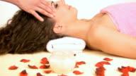 HD: Donna sul massaggio alla testa