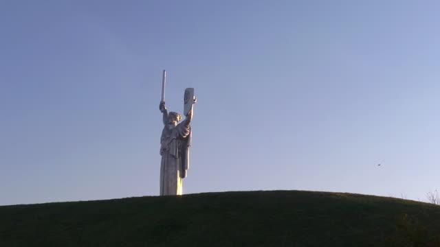 MS woman statue