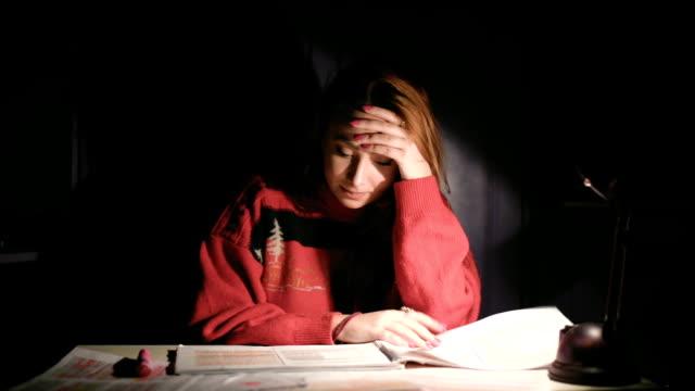 Vrouw studenten met leerproblemen