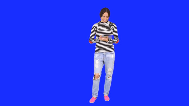 Frau mit digitalen tablet