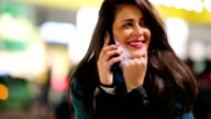 Frau mit Telefon.