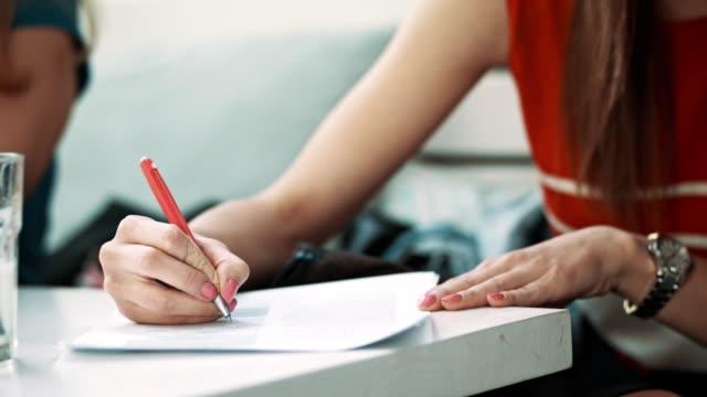 Kvinnan skriver
