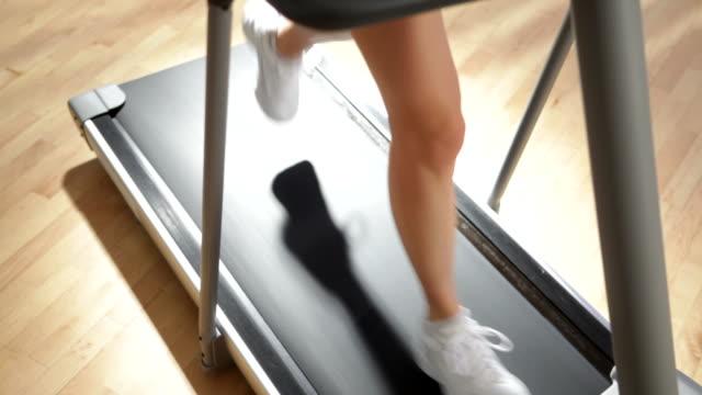 Frau Beine laufen Laufband
