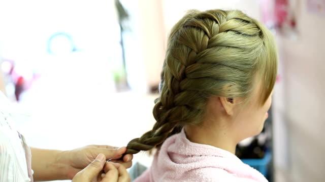 Frauen-Zopf Frisur im Schönheits-salon