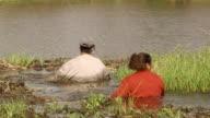 MS PAN ZI Women fishing baits with net / Mato Grosso do Sul, Brazil