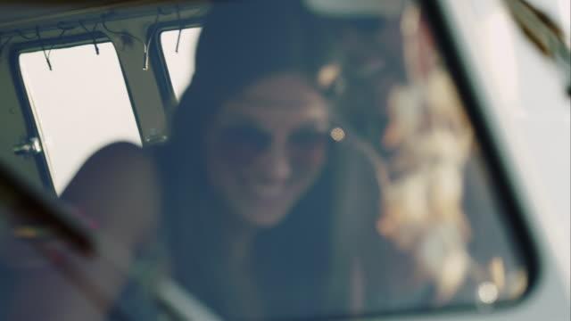 Frauen Spaß in retro-van