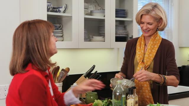 MS PAN ZI ZO Women making salad / Los Angeles, California, USA