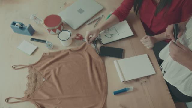 Vrouwen nieuwe kleren naaister opstarten van bedrijven