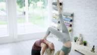 Kvinnor bara Acro Yoga