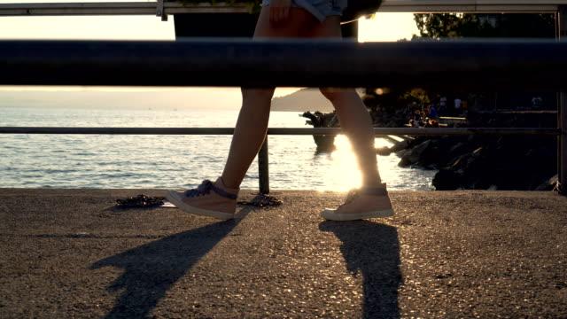 Kvinnor walking av Genèvesjön