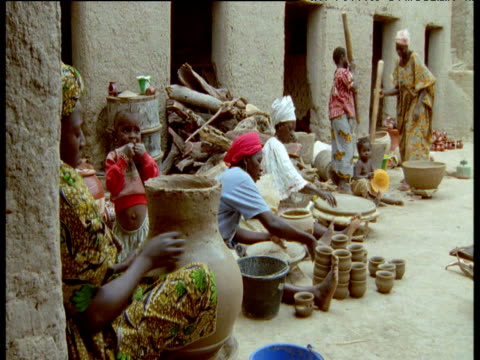 Women work in pottery, Djenne