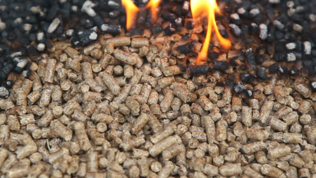 wood-pellets-burn-as-an-alternative-heat-source-video-id165088414 (640×360)