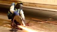 Arbeiter Schneiden Stahl.